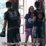 Campeona de Muay Thai se hace pasar por novata para dar escarmiento a rudo entrenador