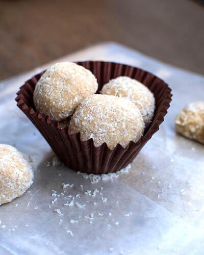 Receta: Trufas proteicas de coco
